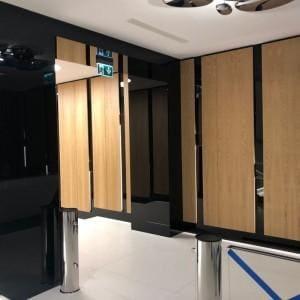 Panele szklane Lacobel biurowiec